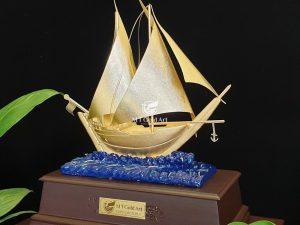 Thuyền thuận buồm xuôi gió